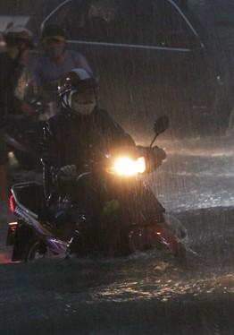 Sài Gòn tiếp tục mưa to trong 10 ngày tới 2