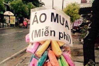 Sài Gòn thường xuyên có những trận mưa bất chợt gây ngập đường phố