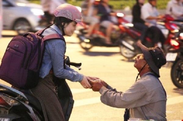 Người Sài Gòn có cái đặc sản là tính hào sảng đó! (Ảnh minh họa - Nguồn: Internet)