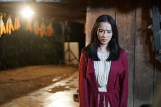 Nữ diễn viên chia sẻ: 'Dù là một cảnh nhỏ nhất nhưng nếu tinh thần không tốt có thể làm ảnh hưởng cảm xúc cả mạch phim. Vì vậy, tôi không ngại khó khăn để cho khán giả thấy được sự trân trọng của mình dành cho tác phẩm'.