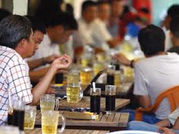 Phong phú nhất vẫn là những quán cà phê vỉa hè trải rộng khắp các con hẻm, ngõ ngách của đường phố Sài Gòn.