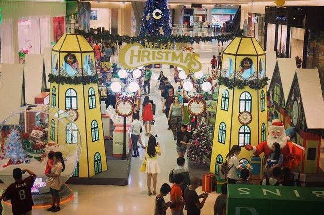 Tuấn đã được mời làm dự án thiết kế Giáng sinh cho trung tâm thương mại Crescent Mall quận 7 với kinh phí hơn 1 tỷ đồng.