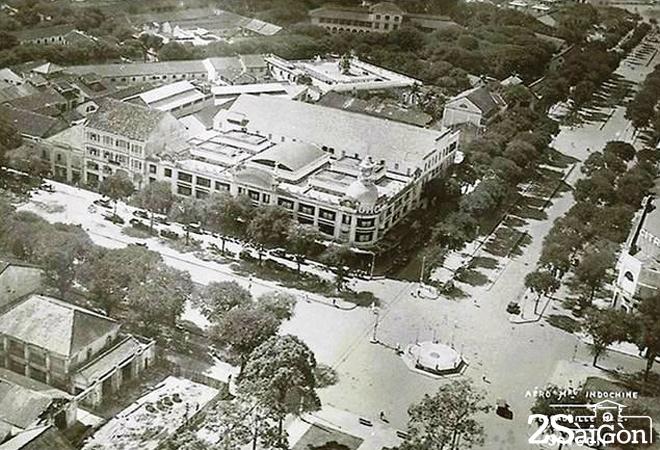 Từ sau năm 1954, Đại lộ Bonnard thay tên là đại lộ Lê Lợi và Đại lộ Charner biến thành đại lộ Nguyễn Huệ; còn Grands Magasins Charner mãi tới năm 1960 mới chính thức sang tên là Thương xá TAX tại địa chỉ 135 đại lộ Nguyễn Huệ.