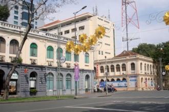 Hai tòa nhà hai bên đường Lê Duẩn - Đinh Tiên Hoàng của thành Ông Dèm do Pháp xây dựng cách đây hơn 140 năm trên khu vực cổng thành gia Định xưa - Ảnh: M.C