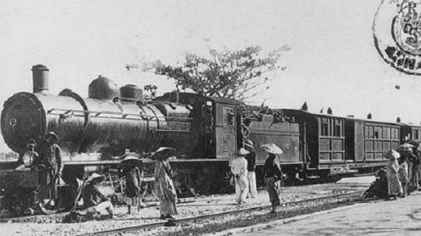 Cơn bão mạnh đến độ quật ngã một đoàn tàu của tuyến đường sắt Sài Gòn - Mỹ Tho. Ảnh minh họa