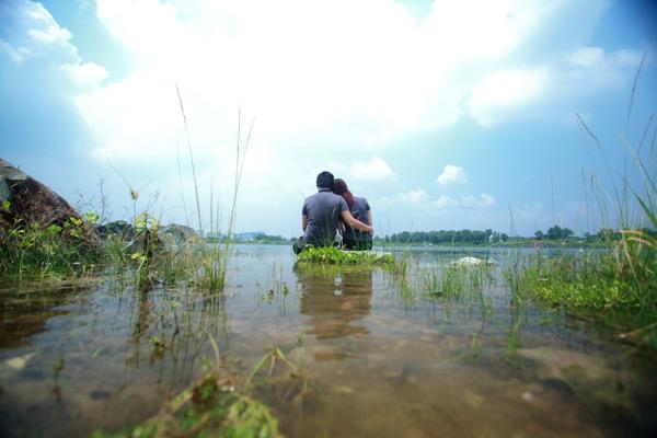 Hồ là địa điểm chụp ảnh yêu thích của giới trẻ.