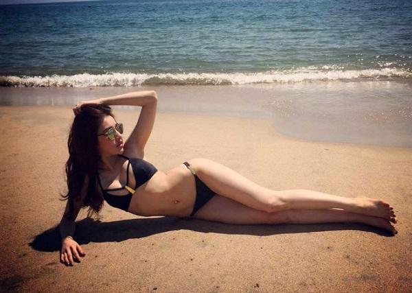 Cân nặng ít thay đổi nhưng vóc dáng Ngân săn chắc, cân đối hơn so với thời gian trước giúp người đẹp luôn tự tin diện bikini.
