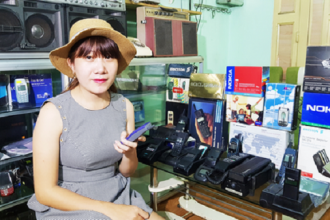 Chị Lam và bộ sưu tập điện thoại nguyên hộp