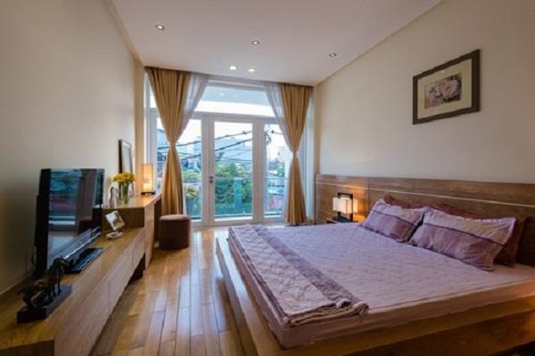 Thiết kế cửa sổ rộng, dài tăng tối đa lượng sáng và thông gió cho ngôi nhà