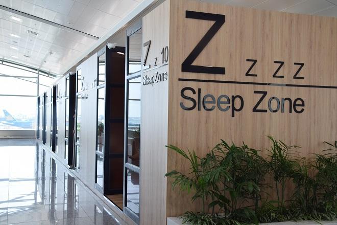Với những hành khách cần nghỉ ngơi riêng tư hơn, có thể lựa chọn phòng nghỉ mini. Giá thuê một giờ là 7 USD, có hệ thống chuông báo nhắc giờ.
