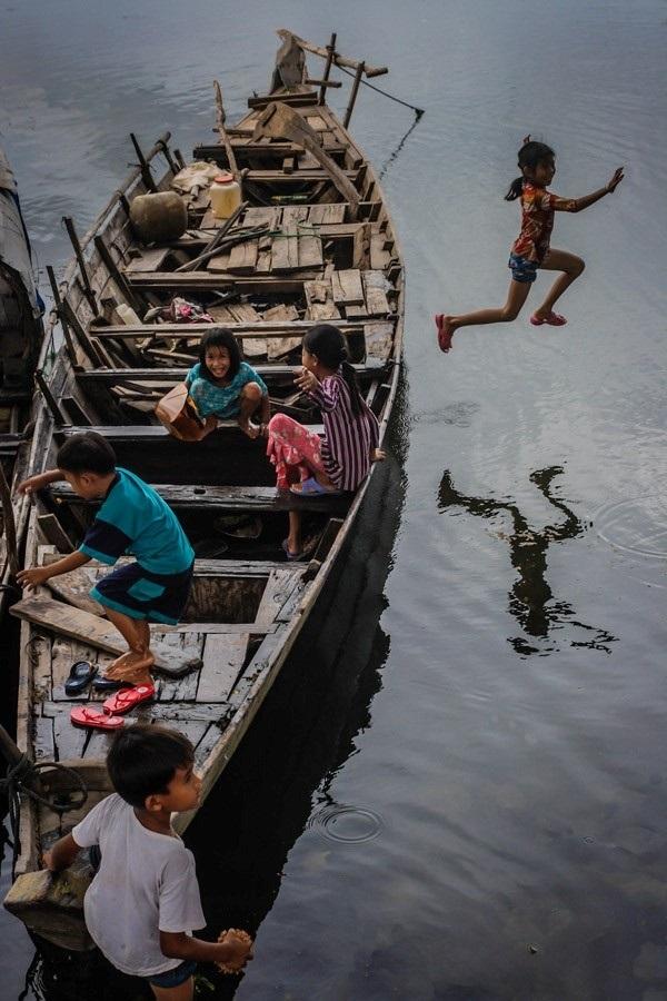 Xuồng ghe, sông nước đã trở thành một phần ký ức của trẻ con vùng đất miền Tây -Ảnh: Baotayninh