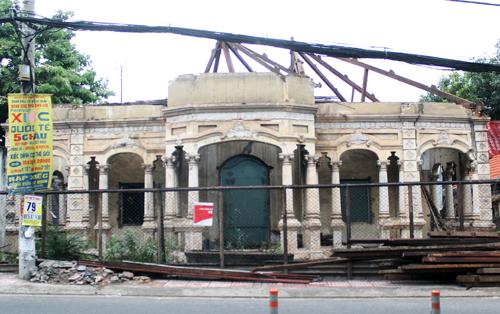 Chủ biệt thự cổ trên đường Nơ Trang Long bị buộc phải phục dựng toàn bộ. Ảnh: Duy Trần