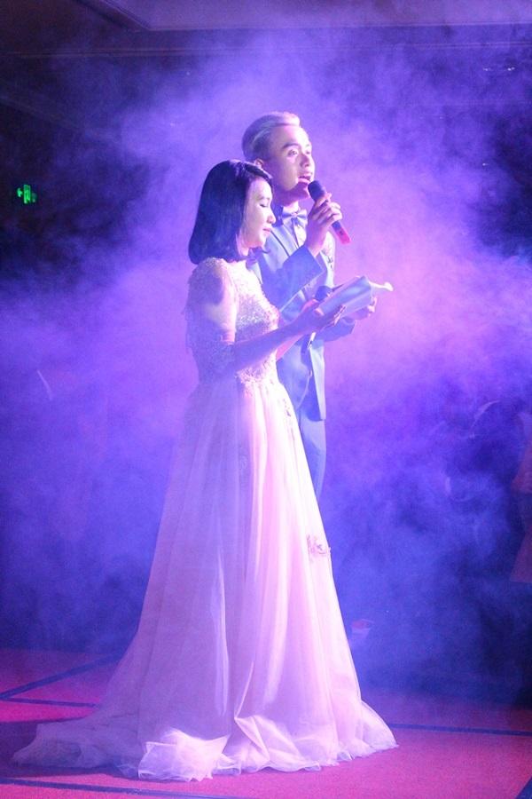 MC của chương trình là 2 cựu học sinh của trường Lê Quý Đôn. Mặc dù đã ra trường nhưng sự năng động và hài hước của bộ đôi chính là chất xúc tác cho cả khán phòng cháy hết mình đêm hôm đó!