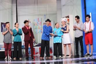 """Hoài Linh chia sẻ rằng, trong số 4 vị khách mời thì phần thi của Võ Hạ Trâm và Kiều Mia Lý là hấp dẫn nhất. Tuy nhiên, xét về độ """"chịu chơi"""" và cống hiến cho sân khấu, chiếc cúp quý giá của Ơn giời, Hoài Linh nhất định phải dành tặng nữ nghệ sĩ 67 tuổi."""
