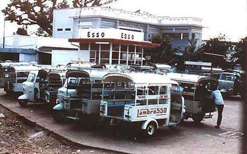Khoảng năm 1960, một chiếc xe Lam giá 30 cây vàng nên không phải ai cũng mua được, nhưng bù lại chủ xe có thể thu được nhiều lợi nhuận khi chuyên chở khách.