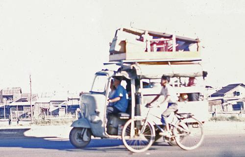 """Không chỉ ở Sài Gòn mà trên khắp các tuyến đường từ Bắc chí Nam có một thời xe Lam làm """"bá chủ""""."""