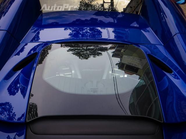 McLaren 650S Spider được trang bị động cơ V8, tăng áp kép, dung tích 3,8 lít, sản sinh công suất tối đa 641 mã lực.