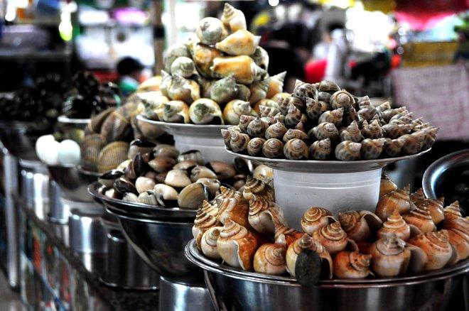 Ốc, hải sản các loại cũng sẵn sàng phục vụ du khách với hàng chục cách chế biến khác nhau.