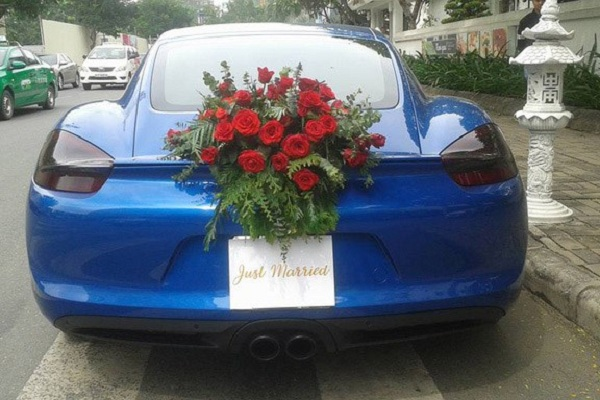 Tại thị trường Việt Nam, Porsche Cayman được phân phối chính hãng với mức giá đã bao gồm VAT 3,1 tỷ đồng cho phiên bản Cayman, và 4,07 tỷ đồng cho phiên bản Cayman S.