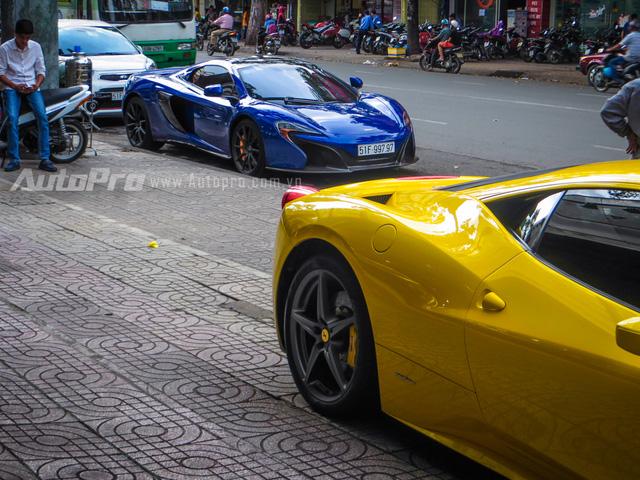 """Trước khi về garage tay chơi quận 2, siêu xe Ferrari 458 Italia này từng xuất hiện trong garage của đại gia Minh """"Nhựa"""" tại quận 6."""