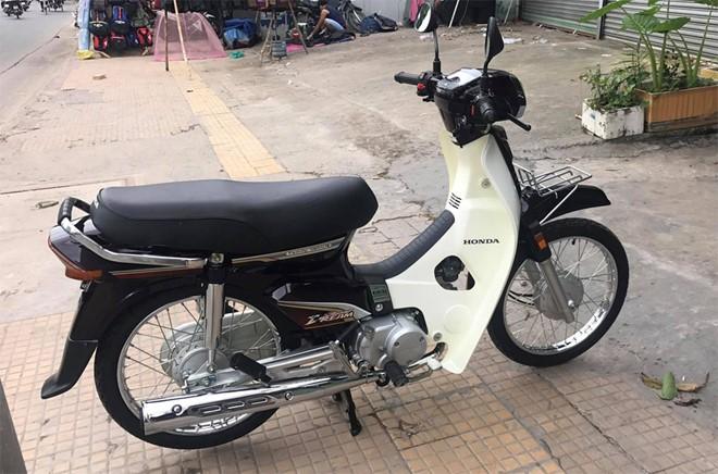 Super Dream được Honda sản xuất ở Việt Nam vào năm 1997. Thế hệ đầu tiên của dòng xe này sử dụng động cơ 97cc, hộp số 4 số tròn. Phiên bản với động cơ 110cc ra mắt năm 2013 nhưng kiểu dáng thiết kế thay đổi và không được đón nhận như phiên bản cũ 97cc.