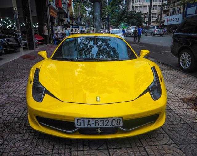 Hiện tại thị trường Việt Nam, có khoảng 10 chiếc Ferrari 458 Italia, ngoài ra, còn có 2 phiên bản khác là 458 Spider và bản hiệu suất cao 458 Speciale. Mẫu xe tiền nhiệm của 458 Italia là 488 GTB cũng đang khá hot tại Việt Nam khi có không dưới 13 chiếc được đưa về nước.