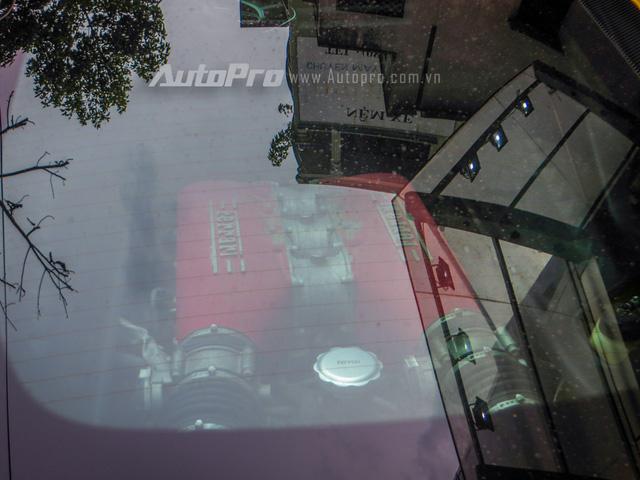 Động cơ trên Ferrari 458 Italia là loại V8, dung tích 4.5 lít, sản sinh công suất tối đa 570 mã lực và mô-men xoắn cực đại 540 Nm.