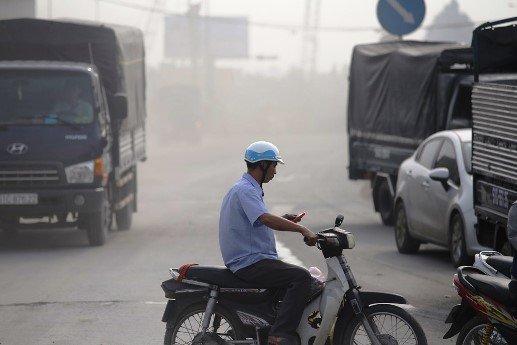 Nguyên nhân của tình trạng này là do dự án mở rộng xa lộ Hà Nội lên 8 làn xe đang thi công ì ạch.
