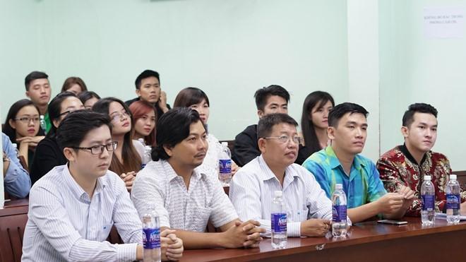 Lớp học đặc biệt được tổ chức bởi những MC, biên tập viên, đạo diễn để giúp các bạn trẻ rèn luyện kỹ năng dẫn chương trình chuyên nghiệp. Ảnh: Trương Bích.