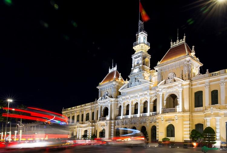 Trụ sở Uỷ ban nhân dân thành phố là một công trình kiến trúc cổ do người Pháp xây dựng từ hàng trăm năm trước. Trải qua thời gian, nó vẫn giữ được vẻ đẹp vốn có.