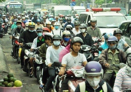 Hàng ngàn phương tiện chen chúc, nhích từng chút trên đường Cộng Hòa