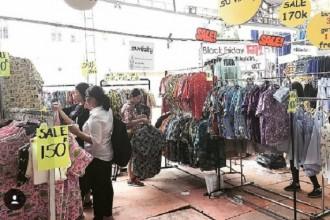 Chợ phiên cuối tuần sôi nổi mọc lên ở nhiều địa điểm tại TP HCM.