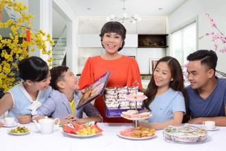 Miếng bánh Topcake sẽ luôn là đầu câu chuyện trong mỗi tiệc trà xuân của gia đình Việt Hương