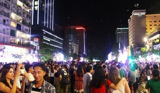Phố đi bộ Nguyễn Huệ tấp nập vào những dịp lễ lớn như Giáng sinh.