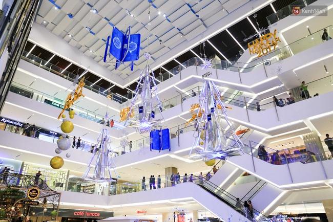 Hình trang trí bắt mắt tại trung tâm thương mại Takashimaya.