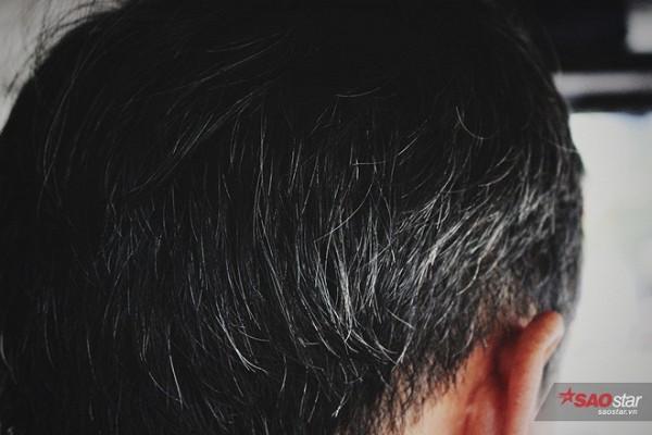 """""""Già rồi nhưng cũng phải chăm chút bản thân, đầu 3 thứ tóc nhưng phải luôn chỉn chu khi đi bán."""""""