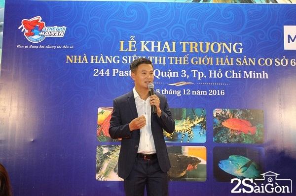 Chủ tịch Hội đồng quản trị, Tiến sỹ Đinh Minh phát biểu cảm ơn bạn bè, anh em và khách hàng tại lễ khai trương