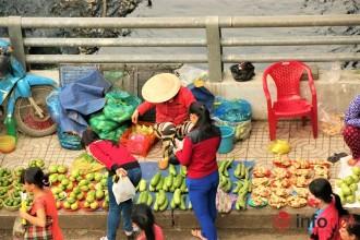 Chỉ cần khoảng 15.000 đồng, công nhân và người lao động sống gần đây có thể mua thực phẩm dùng cho cả ngày