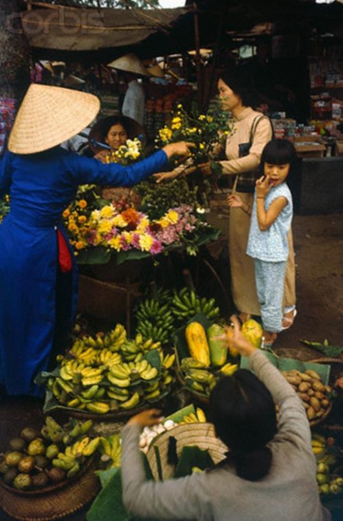 Mua hoa quả về bày mâm ngũ quả