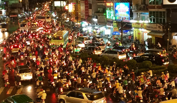 Nạn ùn tắc trên các tuyến đường ngày càng trầm trọng. Nguồn: internet