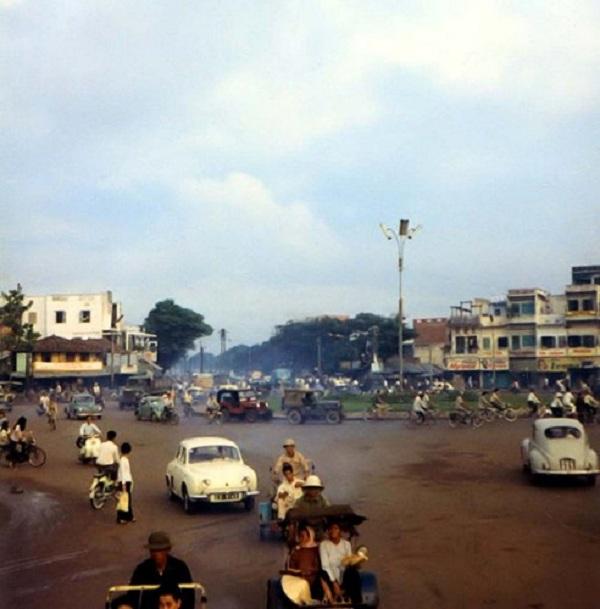 Ngã bảy Sài Gòn nhìn từ đường Lý Thái Tổ.