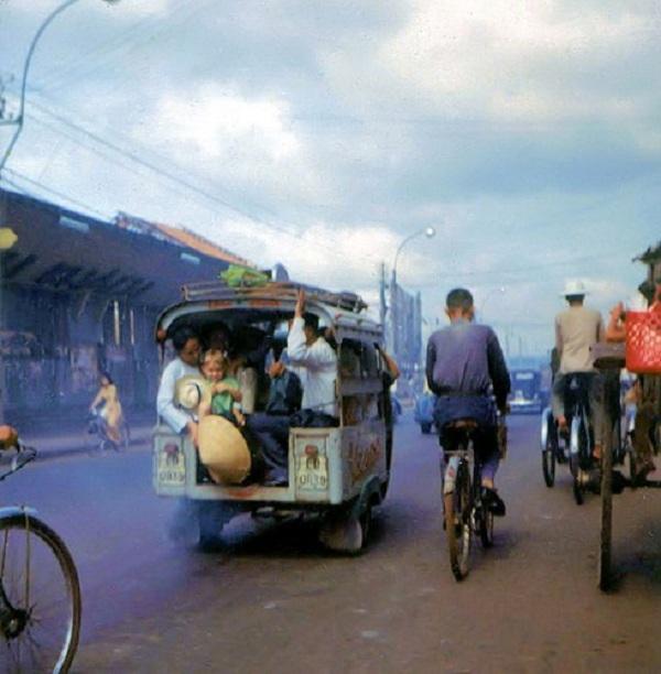 Đường Lê Lai, bên trái là ga Sài Gòn cũ.