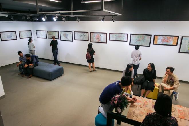 Từ ngày 1 đến 4/12, tại số 57D Tú Xương (Quận 3, TP HCM), nhóm bạn trẻ Sài Gòn Vi Vu tổ chức triển lãm những tấm bản đồ về vẽ thành phố Sài Gòn từ khi hình thành đến trước năm 1975.