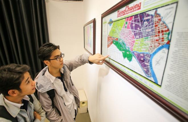 Có tất cả 17 tấm bản đồ Sài Gòn được triển lãm. Mỗi tấm đều được phóng to với kích cỡ 80x60 cm để người coi dễ dàng hình dung.