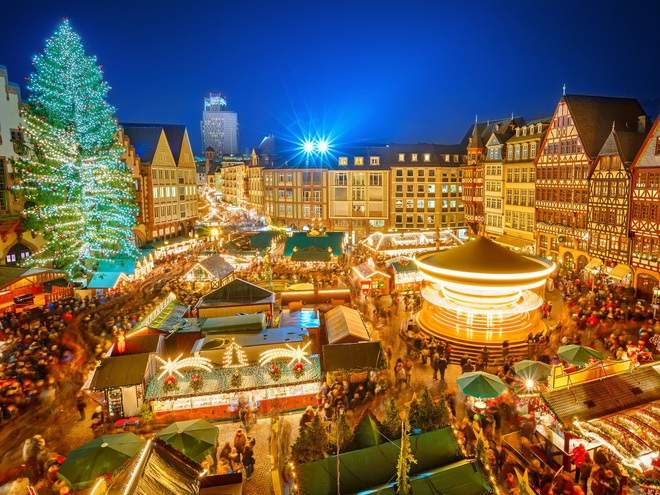 Frankfurt, Đức Tại Đức, khu chợ Giáng sinh ở Frankfurt là nơi mà du khách nào cũng muốn tới dịp cuối năm này, điểm nổi bật của nó chính là cây thông Noel.