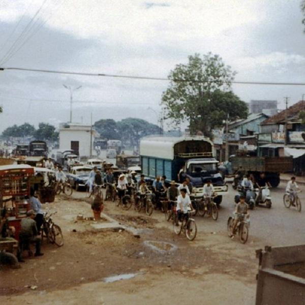 Giao thông giờ cao điểm tại một con đường của Sài Gòn.