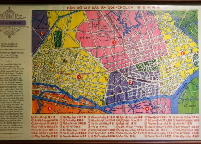 Tấm bản đồ Sài Gòn - Chợ Lớn năm 1960, lúc này người Pháp đã rời khỏi thành phố. Khi ấy, chính quyền Việt Nam Cộng Hòa đã đổi hết tên đường sang tiếng Việt. Thành phố khi ấy chỉ gói gọn trong các quận 1, 2, 3, 4. Trong đó, quận 2 nằm giữa quận 1 và quận 5 ngày nay; trong khi quận 3 rất rộng, bao gồm cả khu Hòa Hưng, Chí Hòa.