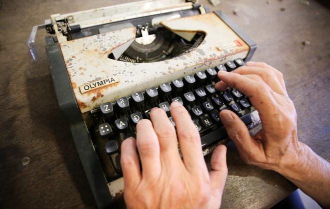 Chiếc máy đánh chữ hiệu Olympia xuất hiện từ thập niên 50, rất phổ biến với viên chức thành phố trước năm 1975.