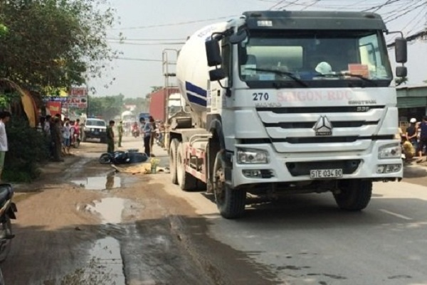 Vụ tai nạn giữa xe bồn và xe máy khiến người phụ nữ tử vong trên đường Hoàng Hữu Nam ngày 16/7/2016