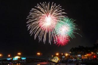 TP.HCM bắn pháo hoa trong dịp chào đón năm mới 2016